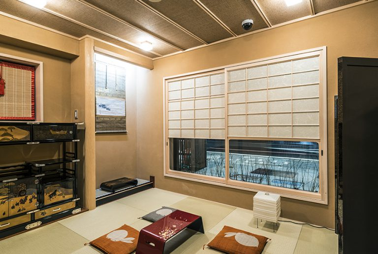 Tatami Room Available (Reservation required)