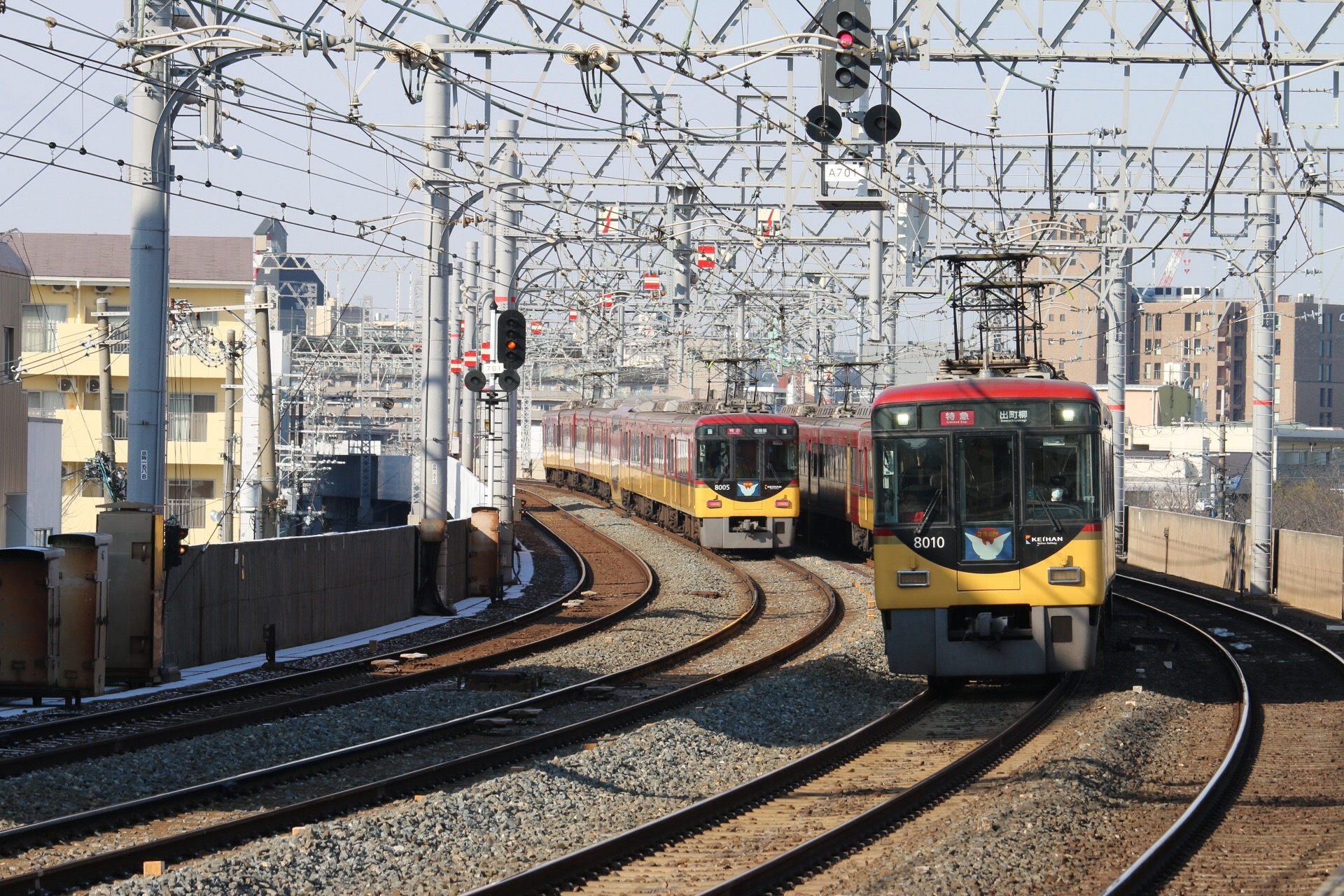 Keihan Train Line takes you directly to sightseeing destinations including Fushimi Inari Shrine